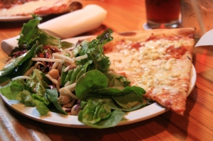Gorgonzola pizza and salad