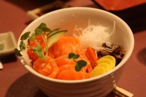 salmon sashimi donburi