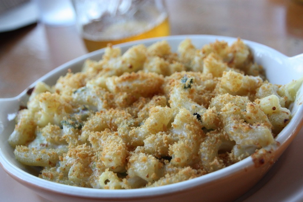 Mac and Cheese with bread crumbs