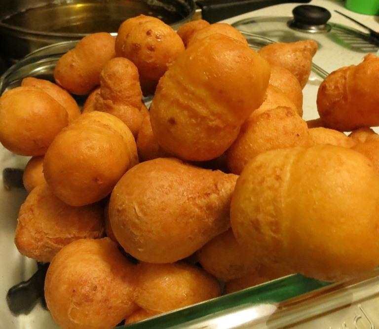 Bunuelos = cheesy donut balls