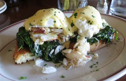 eggs benedict with crab